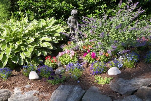 Cedar Crest Inn garden